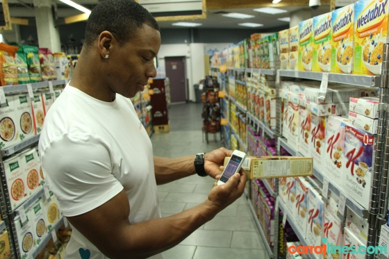 1-c-Tommy scanning a Nature's Path cereal in store